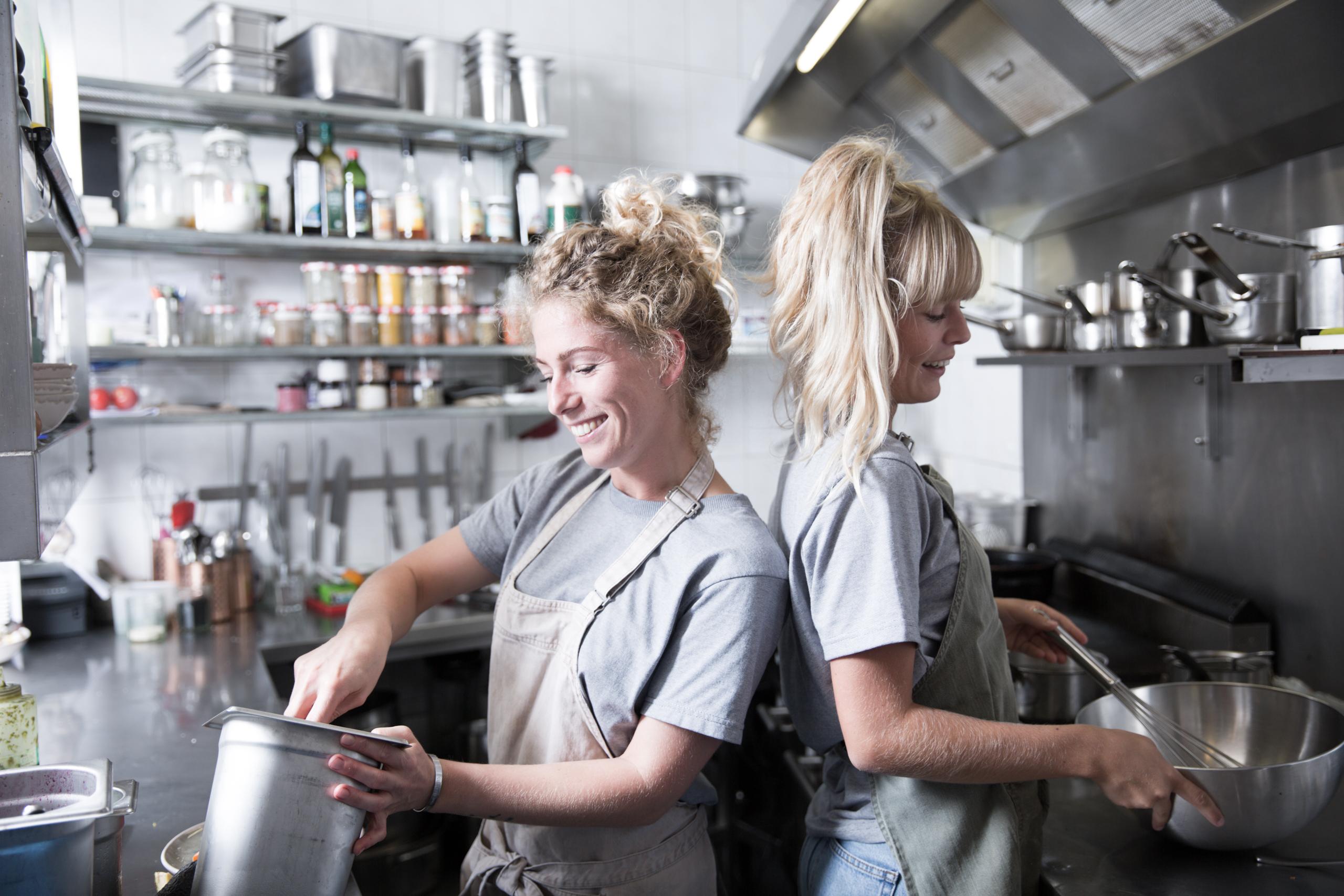 Kookworkshop, restaurant bijzonder, verantwoord koken, gezond koken, biologisch koken, vegetarisch koken, veganistisch koken, lekker koken, leren koken, met vriendinnen koken, gezelligheid